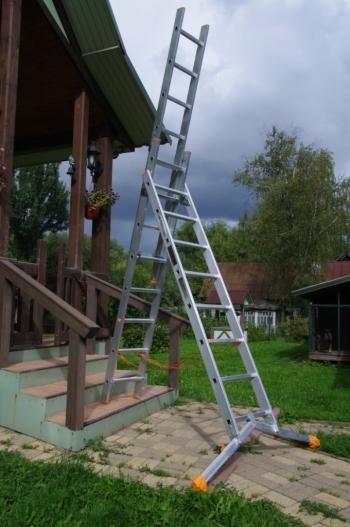 """ЭЙФЕЛЬ """"Ювелир"""" Трехсекционная лестница с раздвижной траверсой 3Х9 ступ."""