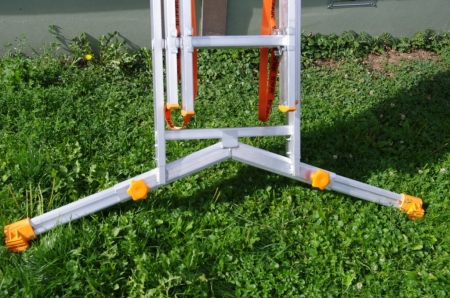 """ЭЙФЕЛЬ """"Ювелир"""" Трехсекционная лестница с раздвижной траверсой 3Х12 ступ."""